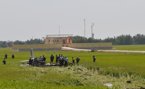 Hiện trường vụ rơi máy bay L39 tại Phú Yên ngày 26-8 Ảnh: HỒNG ÁNH
