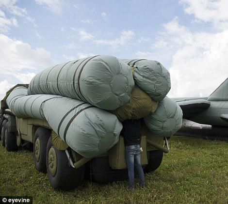 Mô hình xe tải phóng tên lửa S-300