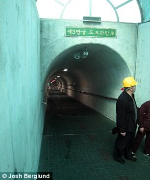 Một đường hầm trở thành địa điểm du lịch. Ảnh: DAILY MAIL