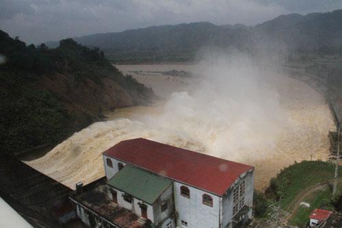 Xả lũ bất ngờ ở thủy điện Hố Hô khiến hàng ngàn người dân huyện Hương Khê, tỉnh Hà Tĩnh bị ảnh hưởngẢnh: ĐỨC NGỌC