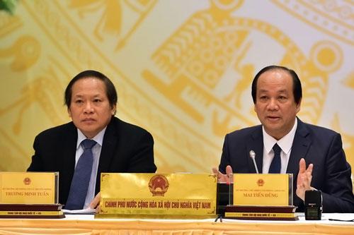Chủ nhiệm Văn phòng Chính phủ Mai Tiến Dũng (phải) khẳng định việc dừng dự án nhà máy điện hạt nhân Ninh Thuận là vì tình hình kinh tế - xã hội nước ta đã thay đổi Ảnh: NHẬT BẮC