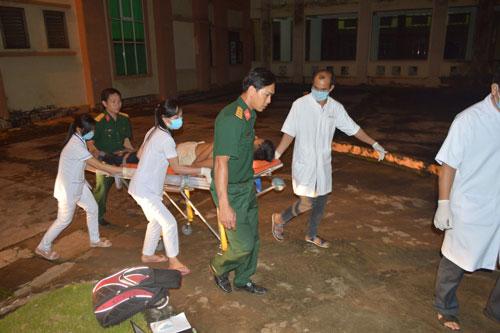 Các nạn nhân được đưa đến Bệnh viện Đa khoa tỉnh Đắk Nông cấp cứu