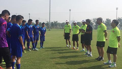 Ban huấn luyện U22 Việt Nam phổ biến nội quy với các cầu thủ