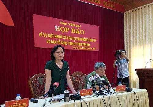 Chủ tịch UBND tỉnh Yên Bái, bà Phạm Thị Thanh Trà, chủ trì buổi họp báo thông tin về vụ án mạng Ảnh: NGUYỄN QUYẾT