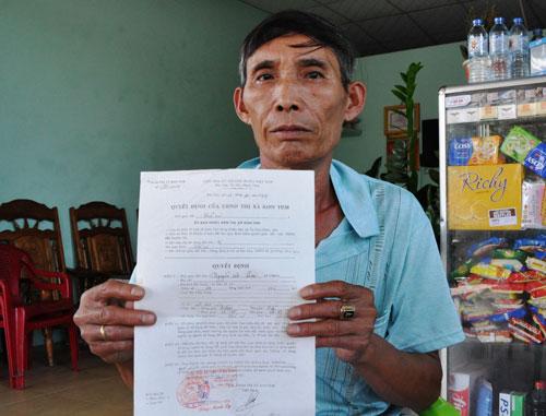 Ông Nguyễn Văn Lưu bán bò, bán heo mua 3 lô đất nhưng hiện mới chỉ được cấp 1 lô
