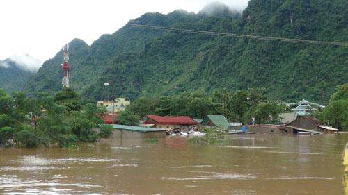 Nhiều nơi ở huyện Tuyên Hóa, tỉnh Quảng Bình chìm sâu trong nước vào ngày 15-10