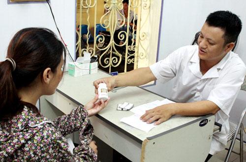 Phát thuốc ARV tại cơ sở điều trị HIV ở quận Lê Chân, TP Hải Phòng