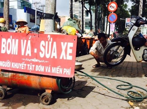 Ông Phạm Văn Lương gần 10 năm sửa xe miễn phí cho người khuyết tật, cơ nhỡ