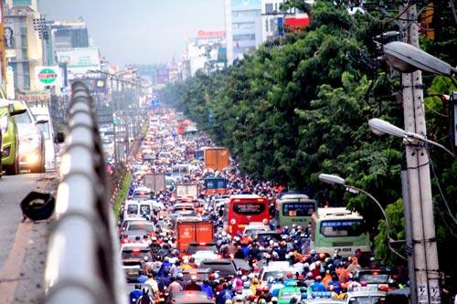 Ùn tắc trên đường Cộng Hòa những ngày gần đây trở thành nỗi ám ảnh của người dân TP HCM Ảnh: GIA MINH