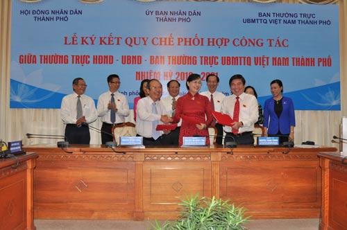 Thường trực HĐND, UBND và Ban Thường trực Ủy ban MTTQ TP HCM ký kết quy chế phối hợp công tác