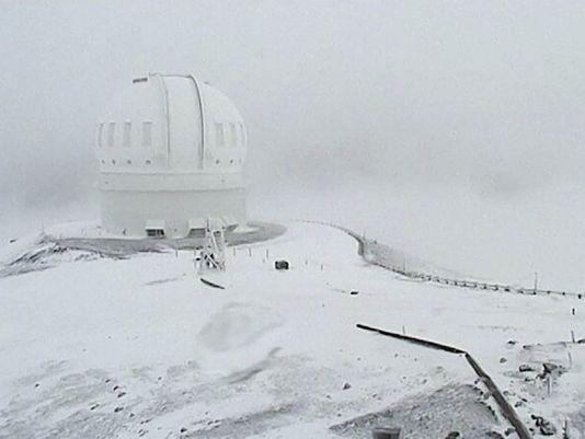 Tuyết phủ trên đỉnh Mauna Kea. Ảnh: AP