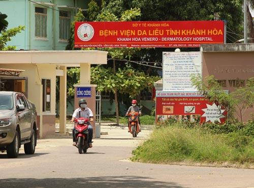 11 giờ ngày 5-10, Bệnh viện Da liễu đánh kẻng, nhiều cán bộ đã ra về