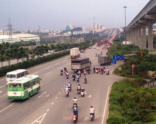 Khúc cua lên cầu vượt Trạm 2, một đoạn đường khiến nhiều người lo lắng Ảnh: THÀNH ĐỒNG