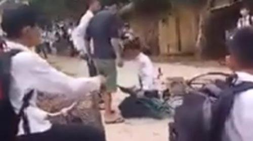 Clip Quang Huy bị đánh lan truyền trên mạng xã hội. (Ảnh từ clip)