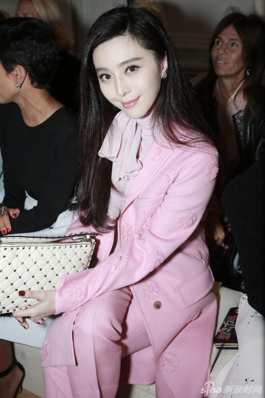 Phạm Băng Băng đẹp dịu dàng với trang phục tông hồng phấn