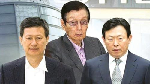 Từ trái sang: Các ông Shin Dong-joo, Shin Kyuk-ho và Shin Dong-bin Ảnh: KOREA HERALD