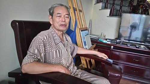 Cựu binh Lê Xuân Khảm kể lại trận đánh oanh liệt của tàu 69 với tàu địch Ảnh: TRỌNG ĐỨC