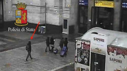 Hệ thống camera an ninh ghi hình Anis Amri tại nhà ga TP Milan - Ý Ảnh: BFMTV