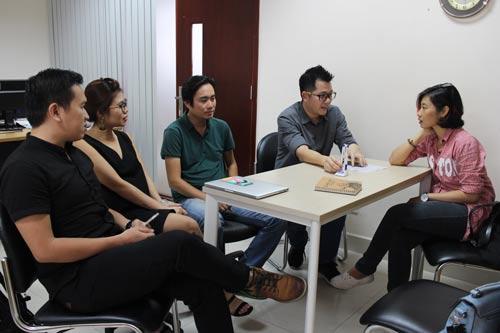Người lao động tại YAN TV đến Báo Người Lao Động khiếu nại Ảnh: NGÂN HÀ