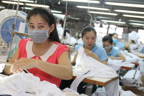 Công nhân Công ty TNHH Shing Việt luôn an tâm với chính sách lương, thưởng và phúc lợi tại doanh nghiệp