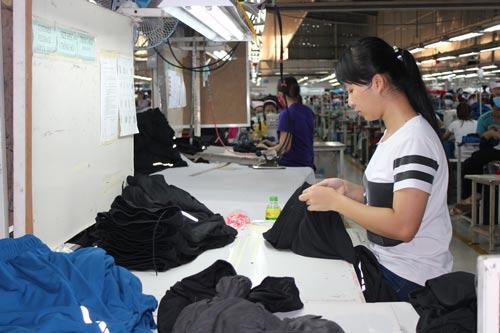 Được thông báo sớm lịch nghỉ Tết và tình hình thưởng Tết, công nhân Công ty TNHH May Top One yên tâm lao động sản xuất