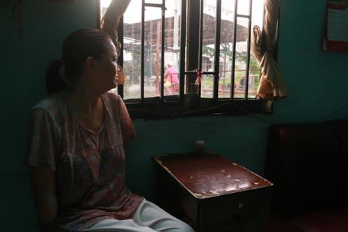 Chị Đặng Thị Yến với nỗi buồn dai dẳng kể từ khi bị tai nạn lao động vào năm 1999