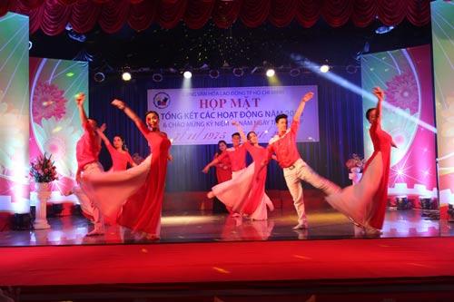 Một tiết mục văn nghệ kỷ niệm 40 năm ngày thành lập Cung Văn hóa Lao động TP HCM