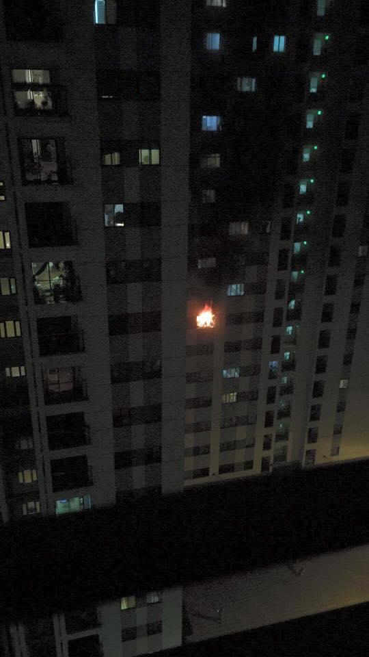 Căn hộ bị cháy ở tầng 8 khu chung cư - Ảnh: Otofun