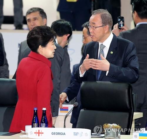 Tổng thống Park Geun-hye và Tổng thư ký Liên Hiệp Quốc Ban Ki-moon. Ảnh: Yonhap