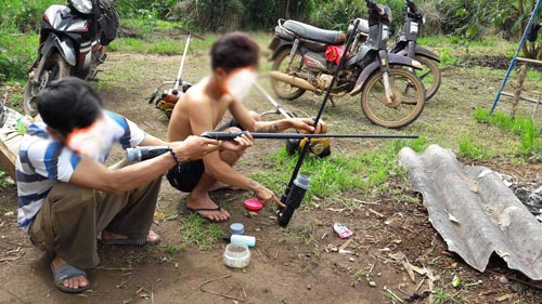 Nhiều thanh niên ở một số địa phương của tỉnh Lâm Đồng sử dụng súng cồn tự chế đi săn