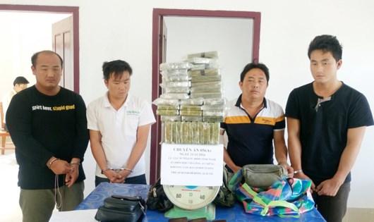 Các đối tượng cùng số ma túy tang vật - Ảnh: BĐBP cung cấp