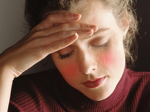 Các nhà khoa học nêu khả năng nên sử dụng liệu pháp hormone cho phụ nữ mãn kinh sớm. Ảnh: HEALTHDAY NEWS