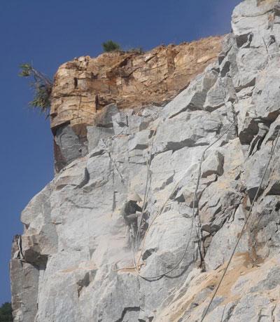 Tai nạn luôn rình rập tại các mỏ đá ở Nghệ An - Ảnh mang tính minh họa