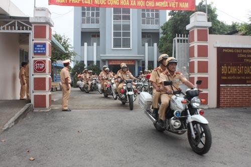 Lực lượng CSGT TP HCM ra quân đợt cao điểm bảo đảm trật tự xã hội, an toàn giao thông trước, trong và sau Tết nguyên đán 2017