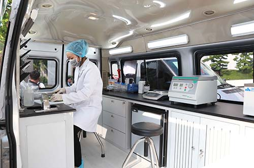 Vingroup trao tặng Hà Nội 3 xe kiểm nghiệm thực phẩm