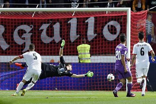 Marco Asensio (20) lập cú đúp cho Real Madrid