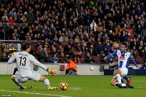 Luis Suarez mở tỉ số từ pha đua tốc độ gần nửa sân