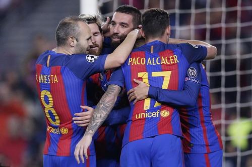 Barcelona lập kỷ lục về ghi bàn vòng bảng và số đường chuyền một trận