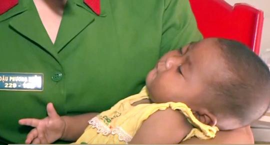 Cơ quan chức năng đang thông báo rộng rãi để tìm người thân cho bé gái 4 tháng tuổi