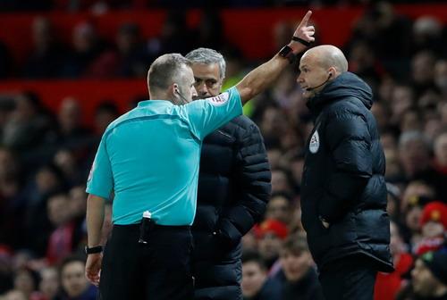 Mourinho lần thứ nhì trong tháng bị truất quyền chỉ đạo