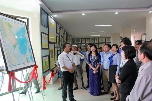 Triển lãm trưng bày nhiều tư liệu quý về chủ quyền biển đảo Việt Nam