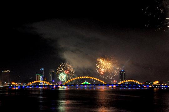 Cầu Rồng Đà Nẵng, góp phần làm cho bộ mặt thành phố luôn lung linh, hiện đại