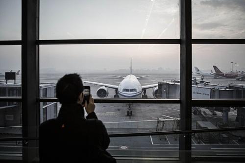 Trung Quốc đang rải vé máy bay giá rẻ ra thế giới. Ảnh: Bloomberg