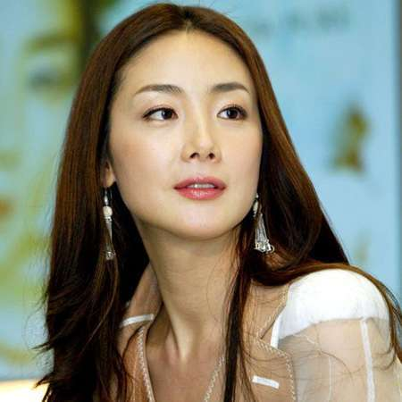 Choi Ji Woo xinh đẹp nhưng đơn lẻ ngoài đời thực