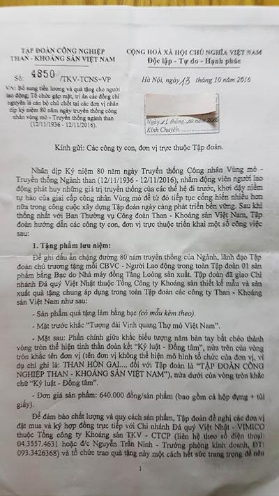 Công văn của TKV yêu cầu các đơn vị mua logo kỷ niệm chươngẢnh: DUY NGỌC
