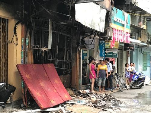 Hiện trường vụ cháy tại căn nhà ở hẻm 453 Lê Văn Sỹ (quận 3, TP HCM)