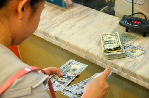Các chuyên gia dự báo lượng kiều hối của Việt Nam năm 2016 chỉ đạt khoảng 9-9,5 tỉ USD, giảm mạnh so với năm 2015 Ảnh: Tấn Thạnh