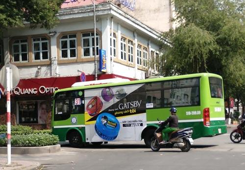 """Quảng cáo trên xe buýt vừa đẹp vừa """"hái"""" ra tiền"""