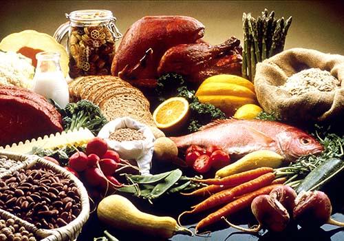 Bảo quản và chế biến thực phẩm không đúng cách tiềm ẩn nhiều nguy cơ gây bệnh. Ảnh: Wikiwand