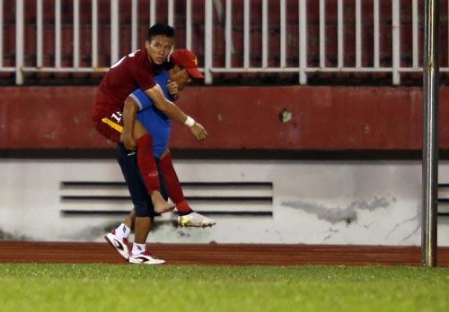 HLV Hữu Thắng đang đợi chấn thương của Quế Ngọc Hải kịp bình phục trước khi chốt danh sách dự AFF Cup 2016 Ảnh: Quang Liêm